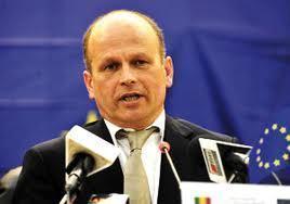 Pour non publication des cartes d'électeurs retirées, la commission d'observation de l'UE interpelle le ministre Cheikh Guèye