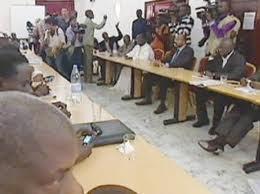 J-2 : Le dialogue de sourds entre pouvoir et opposition