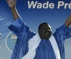 """Présidentielle 2012: Béthio Thioune reçoit et donne un """"ndigël de vote pour Wade"""