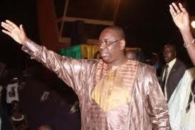 Présidentielle 2012 : Macky Sall vote en saluant l'esprit des morts de la campagne