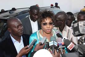 Direct - Présidentielle 2012 : Diouma Diakhaté passe à deux reprises dans l'isoloir
