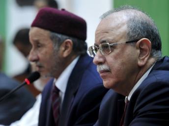 Le Premier ministre libyen Abdelrahim El-Keib (à droite) et Moustapha Abdeljalil, le président du CNT, à Benghazi, le 26 décembre 2011. REUTERS/Esam Al-Fetori