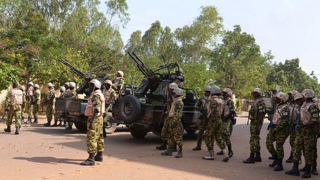 L'armée burkinabè affirme avoir tué 32 terroristes armés