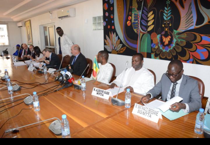 Réhabilitation des aéroports régionaux: le Sénégal signe un accord d'un montant de 37 milliards FCFA avec la République Tchèque
