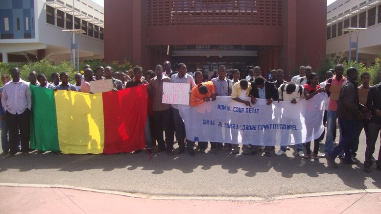 Putsch au Mali - Sit-in : Les étudiants maliens du Sénégal condamnent et demandent le retour constitutionnel sans condition