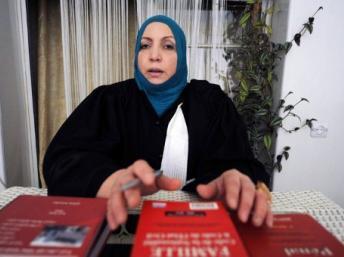Maître Zahia Mokhtari a donné une conférence de presse dimanche à Alger, le 1er avril 2012. AFP/Farouk Batiche