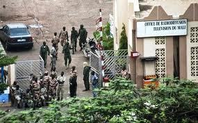 Mali: alors que la Cédéao se réunit en sommet ce lundi, retour sur un week-end chaotique