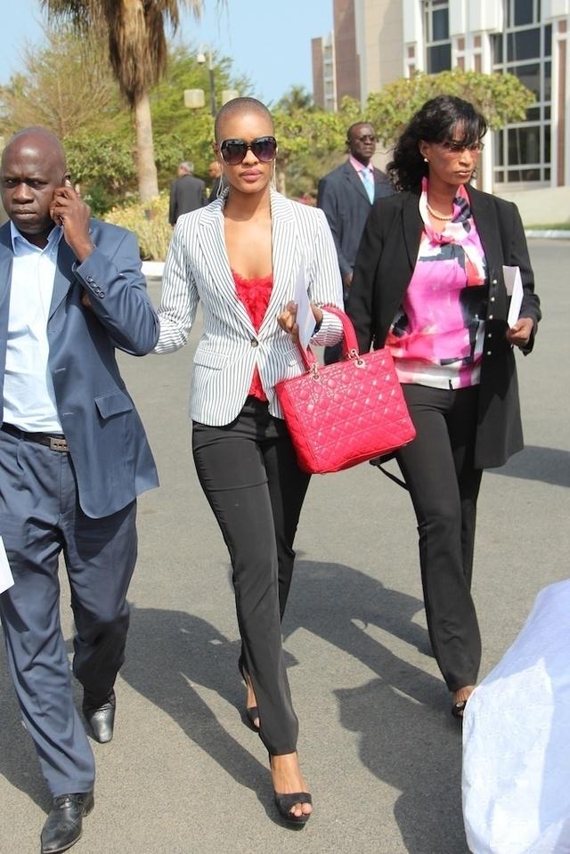 Ndèye Ndack à son arrivée à la cérémonie d'investiture de Macky !