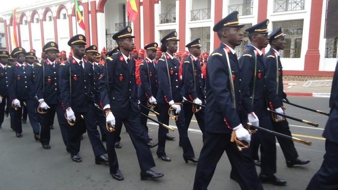 VIDEOS-PHOTOS Direct du défilé à la place de l'Indépendance