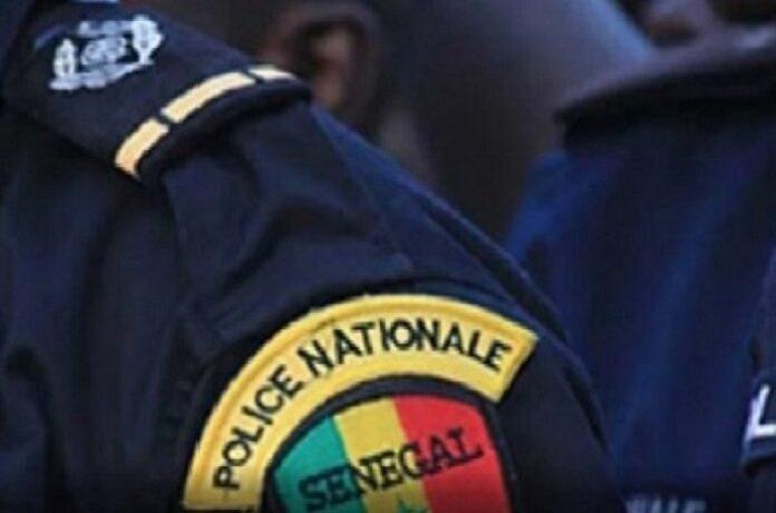 Un policier se tue avec une paire de ciseaux à Sandaga
