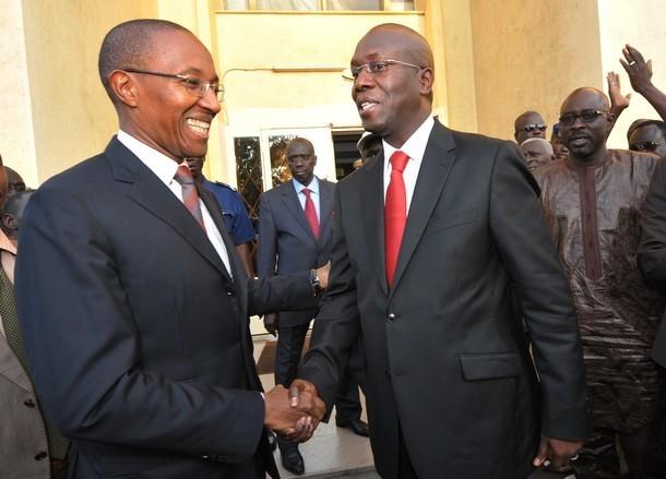 """Abdoul Mbaye recevant le temoin des mains de Ndéné : """"Nous allons rompre avec les vieilles habitudes…"""""""