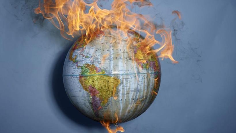 Du Chili à Hong Kong, de l'Algérie au Liban, en passant par l'Équateur ou l'Irak, de nombreux mouvements de contestation ont embrasé le monde en 2019. © Getty Images