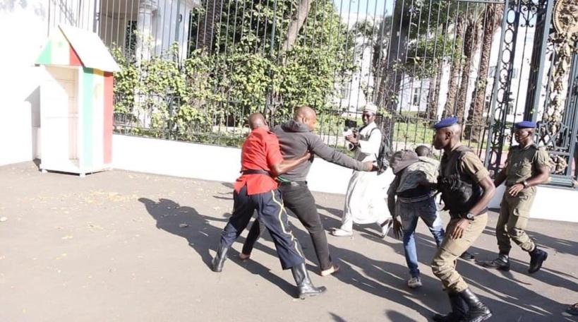 Guy Marius et Cie devant le grilles du palais: le Commissaire Ndour atterrit à la Direction générale de la Police