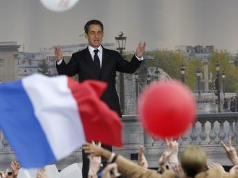 Le président-candidat Nicolas Sarkozy sur la place de la Concorde, le 15 avril 2012. REUTERS/Gonzalo Fuentes