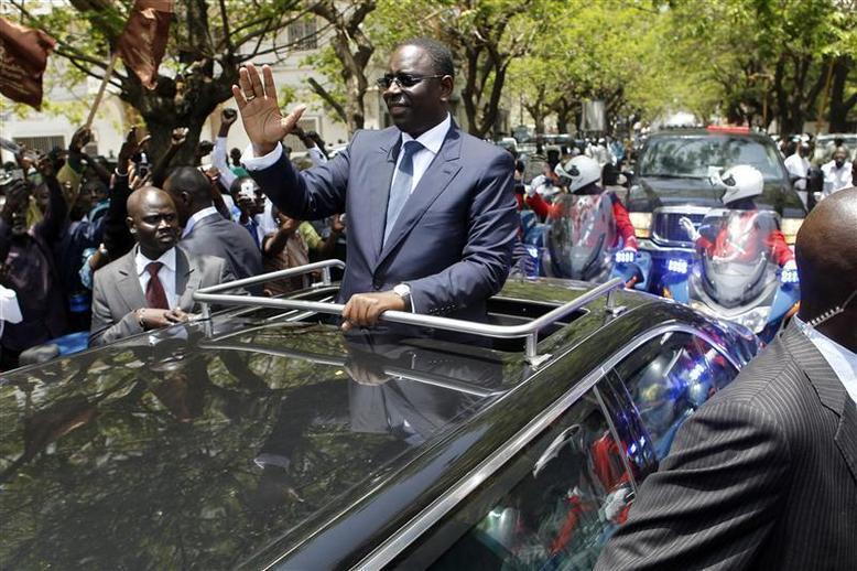 Disparition du véhicule présidentiel : Le chauffeur de Wade aurait donné lui-même la voiture au chauffeur de Macky Sall