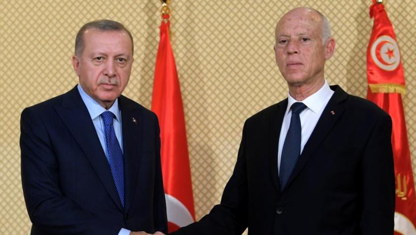En visite en Tunisie, Erdogan réitère son soutien au gouvernement libyen
