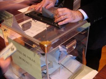 Les bureaux de vote seront ouverts jusqu'à 20h, et aucun résultat partiel ne devra être publié avant. RFI