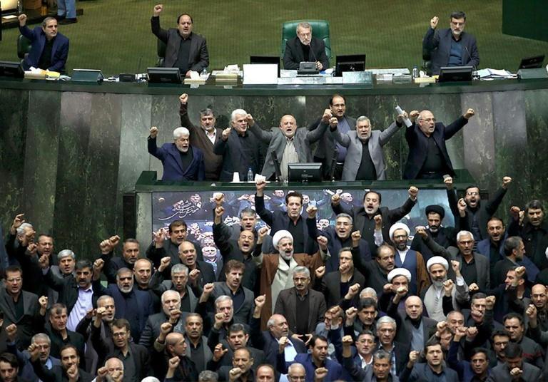Le Parlement iranien adopte en urgence une loi classant toutes les forces armées américaines comme «terroristes»