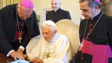 L'ancien pape Benoît XVI exhorte François à ne pas ordonner d'hommes mariés