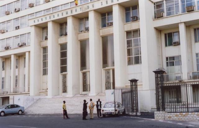 """Macky Sall décide de supprimer 45 directions et agences pour """"satisfaire la demande sociale"""""""