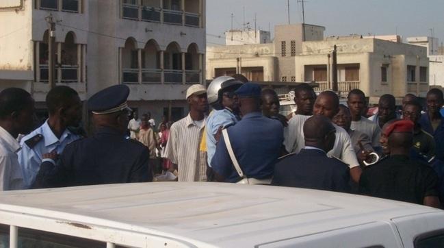 Déguerpissement nocturne au Rond-Point Liberté 6: Abdou Karim Fofana et ses bulldozers dégagent tout