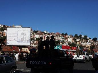 La police a violemment dispersé la manifestation non-autorisée à l'appel de Free FM, une radio de l'opposition, à Antananarivo, le 19 mai 2012.