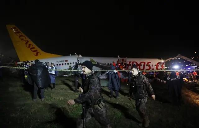 Turquie : Un avion se brise en trois après son atterrissage, 120 personnes blessées
