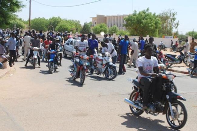 Fatick: manifestation des conducteurs de moto qui accusent la police d'avoir bastionné à mort un des leurs