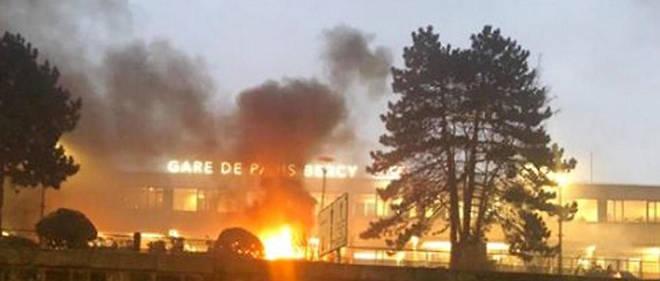 Incendie spectaculaire gare de Lyon à Paris: le concert du chanteur congolais Fally Ipupa en cause