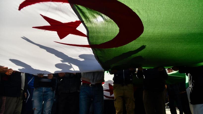 Algérie: le défenseur des droits de l'homme Kaddour Chouicha acquitté en appel