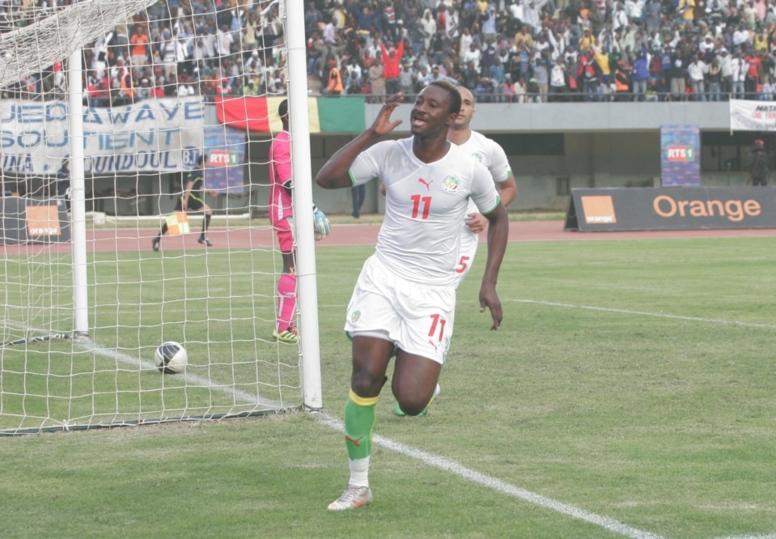 Dame Ndoye donne une bouffée d'air au Sénégal en marquant le 2e but