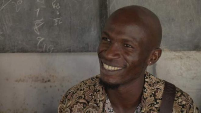 A la rencontre du Kényan qui sensibilise les hommes sur les menstrues