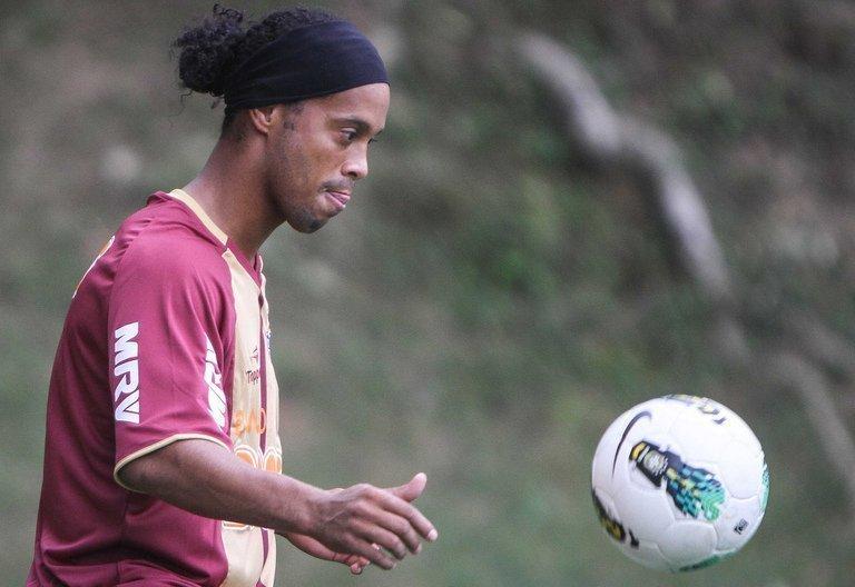 Foot-Brésil: Ronaldinho signe à l'Atlético Mineiro