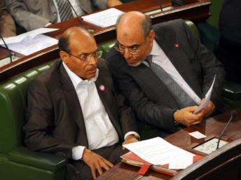 Le Premier ministre tunisien Hamadi Jebali (d) et le président de la République Moncef Marzouki à l'Assemblée constituante tunisienne, le 6 décembre 2011. AFP PHOTO / FETHI BELAID