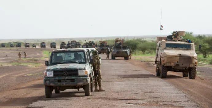Deux ex-otages occidentaux libérés au Mali