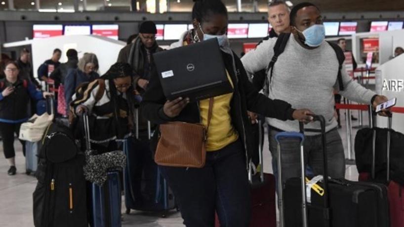 Coronavirus: les Africains en partance de Paris entre insouciance et responsabilité