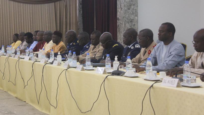 #Coronavirus - Les images de la réunion d'urgence au Palais ce samedi