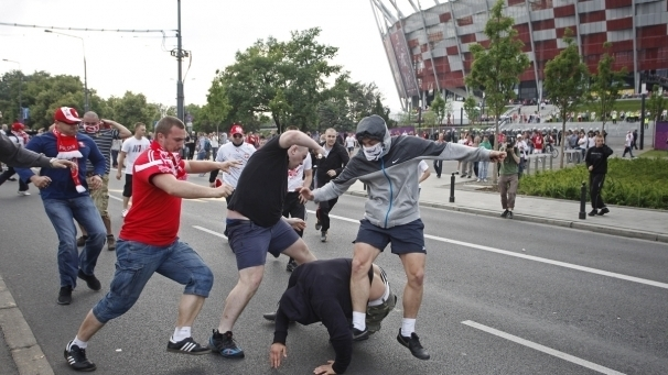 Euro 2012: 130 hooligans russes et polonais interpellés