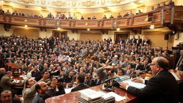 La justice égyptienne déclare le Parlement illégal avant la présidentielle