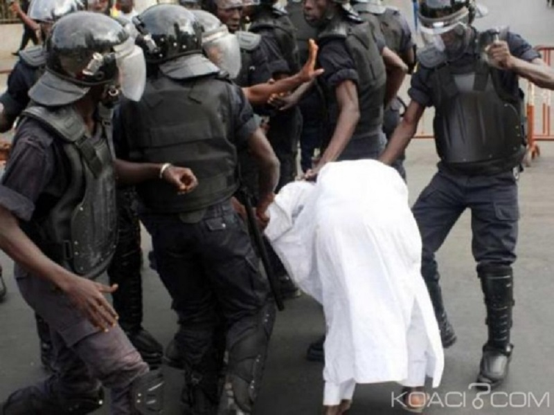"""La police s'exprime sur la violence exercée sur les récalcitrants: """"On est dans un État de droit»"""