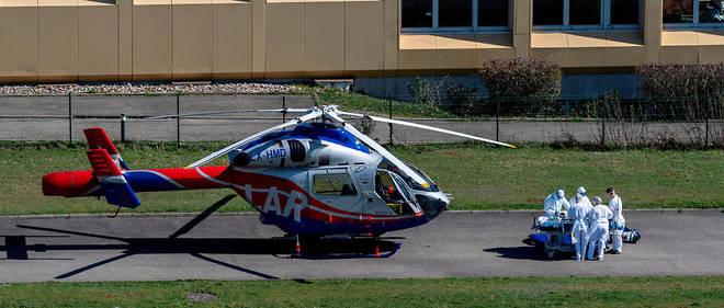 Coronavirus: première évacuation en France de malades par hélicoptère militaire vers l'Allemagne