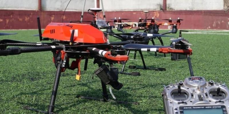 Coronavirus : Des Ivoiriens fabriquent des drones pour désinfecter des places publiques à Abidjan