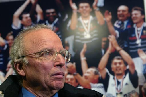 Equipe de France: minute de silence pour honorer Thierry Roland