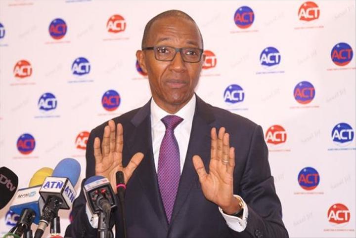 """Abdoul Mbaye aux députés """" Ne permettez pas à Macky de suspendre notre Constitution"""""""