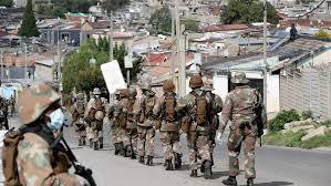 Confinement: la police et l'armée sud-africaines mises en cause dans des violences