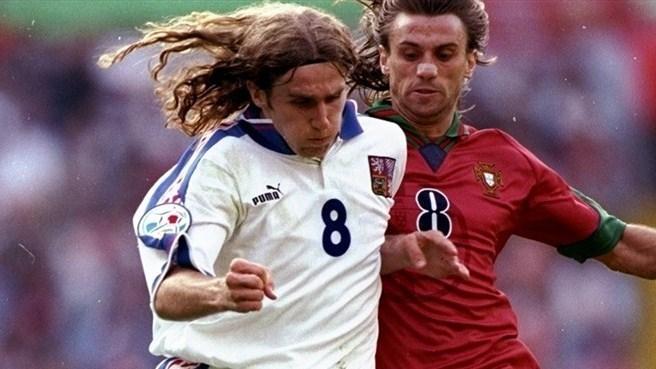 Karel Poborský (à g.) face à João Pinto en quart de finale de l'EURO '96