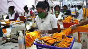Madagascar: la haute couture s'implique dans la fabrication de masques