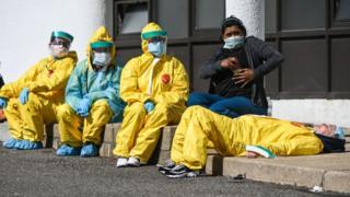 Les travailleurs de la santé sont exposés à un risque disproportionné d'infection par Covid-19