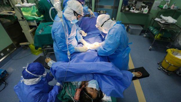 Le personnel médical est fréquemment exposé à des conditions qui pourraient entraîner une infection