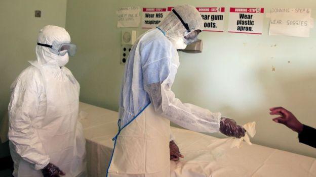 Les travailleurs de la santé au Zimbabwe se sont mis en grève alors que le pays entre dans un confinement de trois semaines